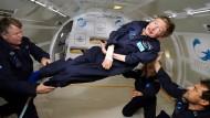Stephen Hawking unternimmt im April 2007 einen Ausflug in die Schwerelosigkeit.