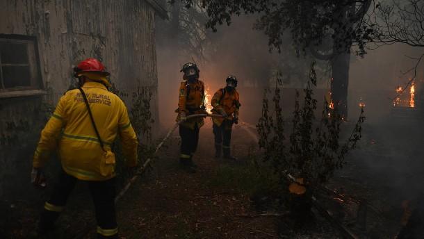 Rettungskräfte kämpfen gegen Australiens Buschfeuer