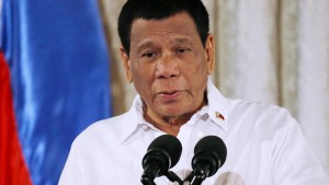 Kakerlake stört Rede von Präsident Duterte