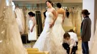Einmal im Leben Prinzessin? Die Braut Michaela Kneisch lässt sich zu Träumerinnen hinreißen.
