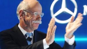 Daimler-Chef Zetsche muss Gehaltsrückgang hinnehmen