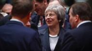 Hat seit dem bestandenen Vertrauensvotum gut lachen: Die britische Premierministerin Theresa May