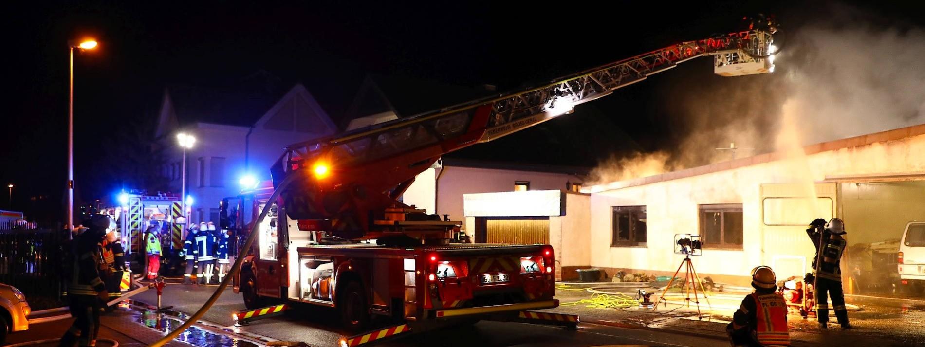 Feuerwehr findet Leiche bei Löscharbeiten