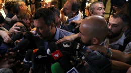 Zukunft von Italiens Regierung weiter in der Schwebe