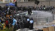 Polizei nimmt über 40 Demonstranten fest