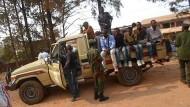 Sein Tod zog weite Kreise: Freunde und Bekannte begleiteten den Sarg mit Mbone Christian Nakulire auf dem Weg zur letzten Ruhestätte.