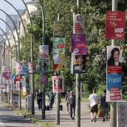 Teuer Schilderwald: Auch Wahlkampf kostet Geld, hier eine Straße in Berlin.