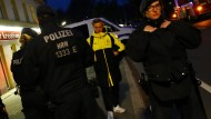 Fußballer Felix Passlack unmittelbar nach dem Anschlag auf den Mannschaftsbus des BVB. Im Prozess spricht er über die Angstzustände, welche auf diese Nacht folgten.