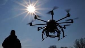 Fahrzeug prallt gegen Drohne