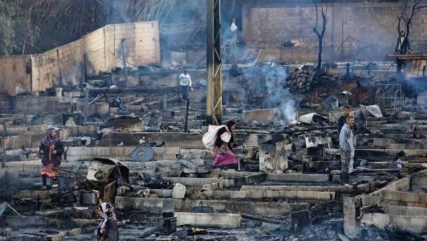 Festnahmen nach Brandstiftung in Flüchtlingslager