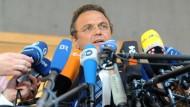 Noch mehr Transparenz? Der damalige Bundesinnenminister Friedrich (CSU) im Juli 2013 in Berlin nach einer Sitzung des Parlamentarischen Kontrollgremiums zur NSA-Affäre
