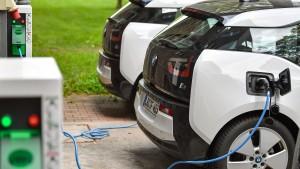 Strom-Tankstellen auf Staatskosten