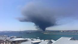 Riesige Rauchwolke über Chemiefabrik