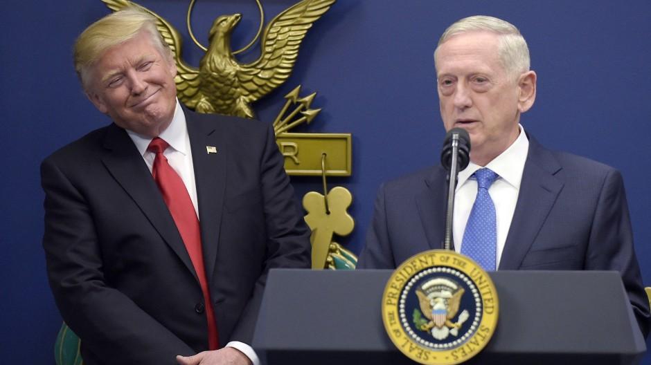 Da verstanden sie sich wohl noch: Donald Trump und James Mattis im Januar 2017 im Pentagon
