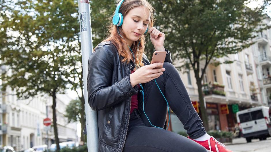 Der Musik kommt die Aufgabe zu, die Stimmung des Hörers zu bestätigen, zu verstärken oder eine neue Stimmung zu erzeugen. Was aber, wenn Algorithmen jede Stimmung bereits antizipieren?