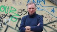 Der Münchner Kabarettist Christian Springer will mit seiner Initiative Schulterschluss ein Zeichen für Demokratie setzen.