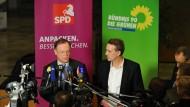 Wollen die Gespräche möglichst schon an diesem Wochenende abschließen: Die Verhandlungsführer Stephan Weil (SPD, links) und Stefan Wenzel (Grüne)
