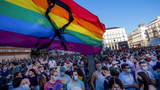 Proteste in Spanien gegen Homophobie