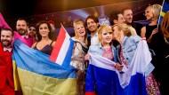 Ukrainisch-russische Freundschaft: Die Zwillinge Anastassija Andrejewna und Marija Andrejewna Tolmatschowа (r.) und die Ukrainerin Marija Jaremtschuk