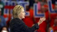 Gerät in die Defensive: Präsidentschaftskandidatin Hillary Clinton