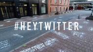 Hasstweets vor der Twitterzentrale