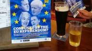 In einem Wetherspoon-Pub wurde mit Flyern für die Position des Gründers und Inhabers Tim Marti geworbenn: Großbritannien soll die EU verlassen.