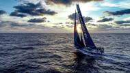 Der Sonne entgegen: Beim Volvo Ocean Race segeln die Teilnehmer einmal rund um die Welt.