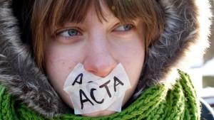 Tausende demonstrieren gegen Acta