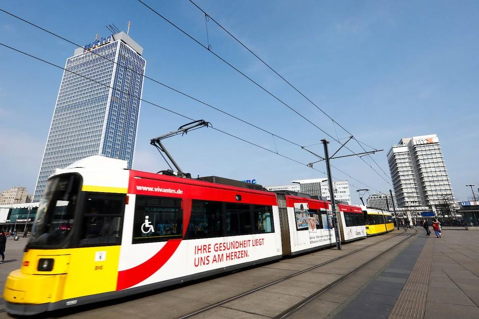 Vereint die Nachteile von U-Bahnen und Bussen auf sich: die Tram