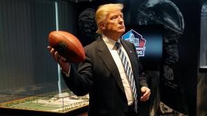 Trumps Spiel mit dem Leder-Ei