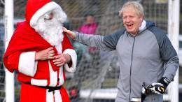 Boris Johnson nimmt an Mädchen-Fußballturnier teil