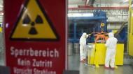 Solange das Atommüll-Endlager nicht fertig ist, blieben die Brennelemente in den Zwischenlagern liegen.