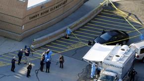 Bei dem Amoklauf an der Sandy-Hook-Grundschule starben 20 Erstklässer und sechs Angestellte. Der Täter tötete seine Mutter und richtete sich selbst.