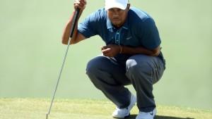 Tiger Woods verstößt gegen die Regeln