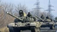 Panzerfahrzeuge der pro-russischen Separatisten an diesem Montag nahe Donezk