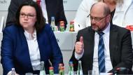 Gerade nochmal gut gegangen: Nahles und Schulz am Sonntag auf dem Parteitag
