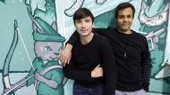 Robinhood-Mitgründer Vlad Tenev (links) und Baiju Bhatt vor dem Hauptquartier der Tradingapp in Palo Alto