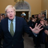 Freundlicher Empfang: Boris Johnson am Freitag kurz nach seiner Ankunft in 10 Downing Street.