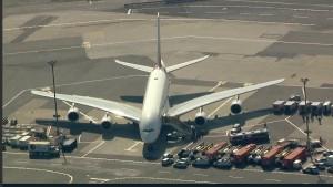 Passagiere dürfen Flugzeug nach Quarantäne wieder verlassen