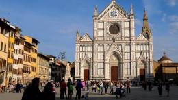 Tourist von Deckenteil in Kirche in Florenz erschlagen