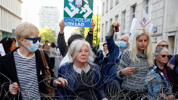 Polens Parlament billigt Ausnahmezustand