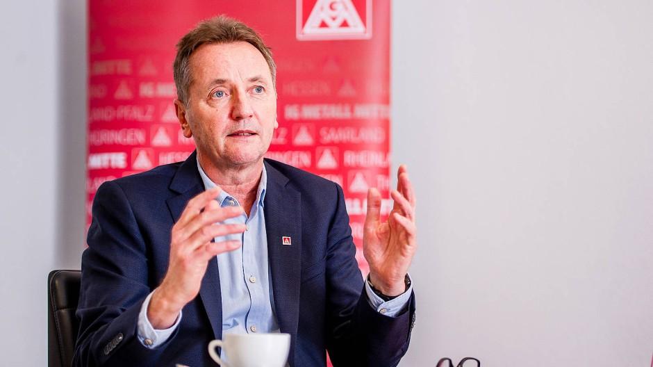 Jörg Köhlinger leitet den IG-Metall-Bezirk Mitte mit 306.000 Mitgliedern in Hessen, Rheinland-Pfalz, dem Saarland und Thüringen.