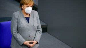 Grüne werfen Merkel Missachtung des Parlaments vor