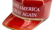 Wer will diese Kappe am Weihnachtsbaum hängen haben?