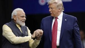 """Trump und Modi feiern ihre """"Bromance"""""""