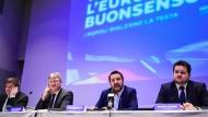 Der Parteivorsitzender der AfD, Jörg Meuthen, zusammen mit Matteo Salvini, dem italienischen Innenminister, bei der heutigen Pressekonferenz in Mailand.