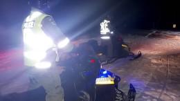 Schneemobilfahrer brechen durchs Eis