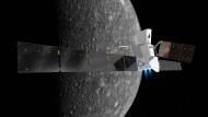 """Das """"Mercury Transfer Module"""" mit einer Spannweite von 30 Metern bringt beide Satelliten der BepiColombo-Mission der Esa zum Planeten Merkur (künstlerische Darstellung)."""