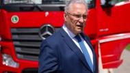 """Bayerns Innenminister Joachim Herrmann lobte den Verkehrspolizisten: """"Das Verhalten vieler Gaffer ist unverschämt und unverantwortlich."""" (Archivbild)"""