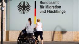 SPD: Merkel schweigt, tut nichts und will alles aussitzen